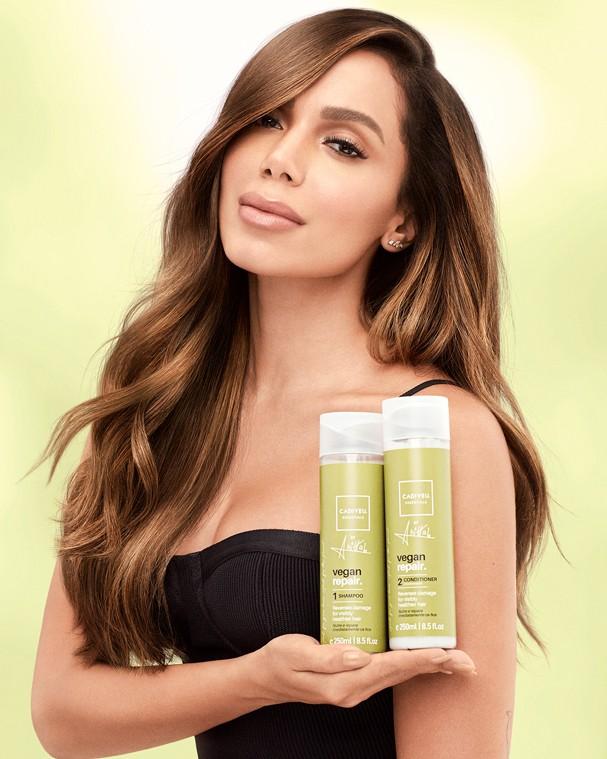 Linha vegana de produtos de cabelo da Cadiveu Essentials com a Anitta